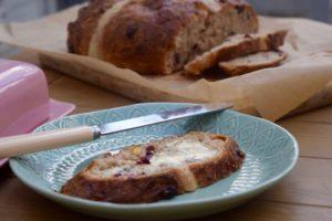 Giant-hot-cross-bun-recipe-lucyloves-east-sheen-village