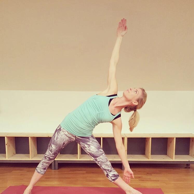 Vinyasa Flow Yoga with Yoga Everywhere – East Sheen Village