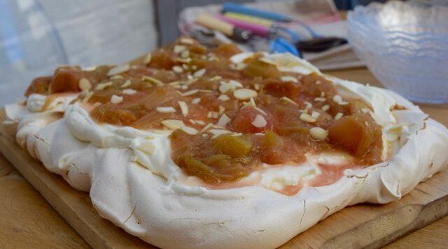 Rhubarb-meringue-tray-baker-recipe-lucyloves-foodblog