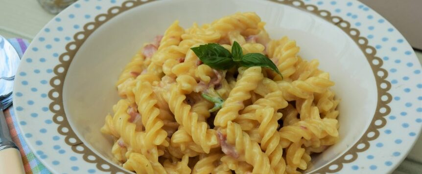 One-pot-garlic-parmesan-pasta-recipe-lucyloves-eastsheen-village