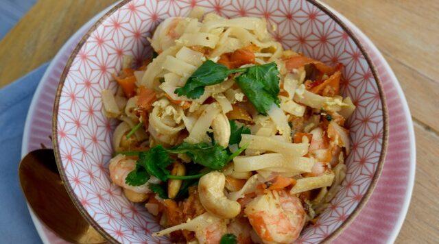 Noodles-prawns-egg-recipe-lucyloves-east-sheen-village