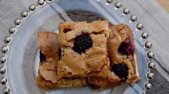 one-bowl-blackberry-blondies-recipe-lucyloves-foodblog